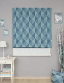 Стильная римская штора с геометрическим рисунком. Римская штора подойдет для детской комнаты мальчика