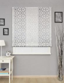 Красивая римская штора из ткани с крупным геометрическим рисунком