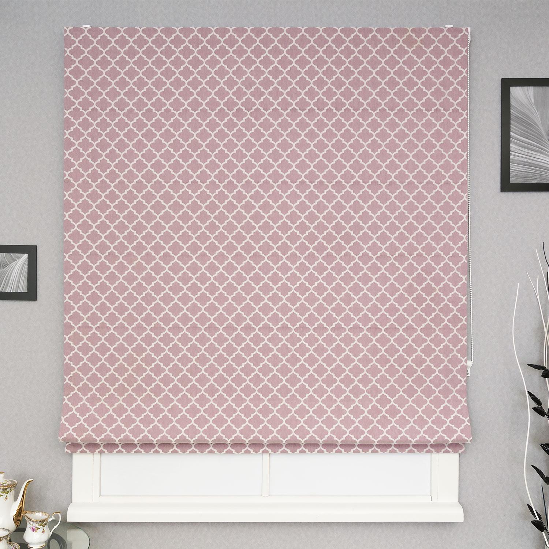 Красивая римская штора из ткани розового цвета с орнаментом. Штора с механическим карнизом
