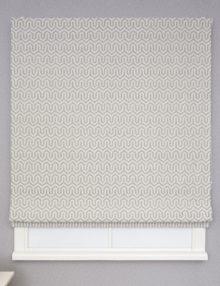 Красивые римские шторы из ткани с орнаментом