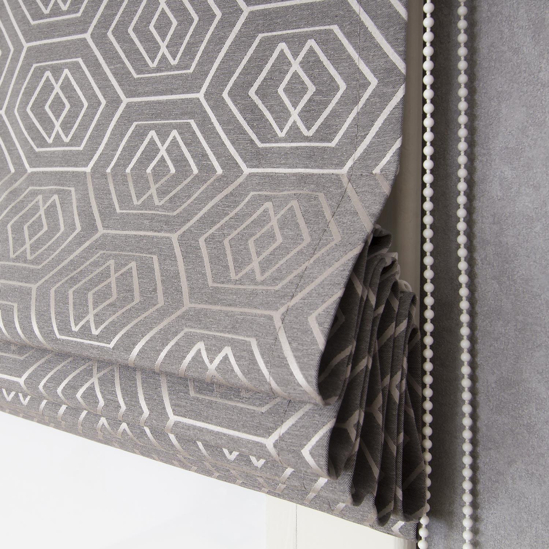 Геометрический рисунок очень подходит для римских штор.
