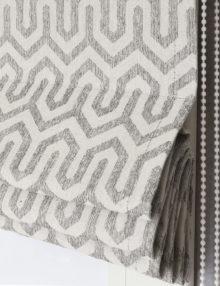Римская штора из ткани под лён с геометрическим орнаментом