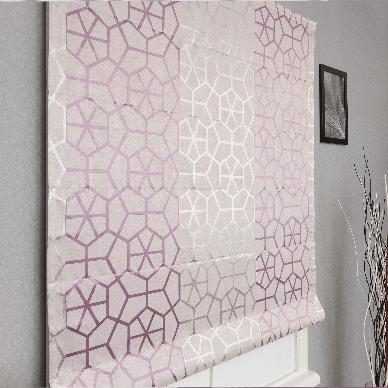 Римская штора с крупным геометрическим рисунком розового цвета на механическом карнизе для римской шторы