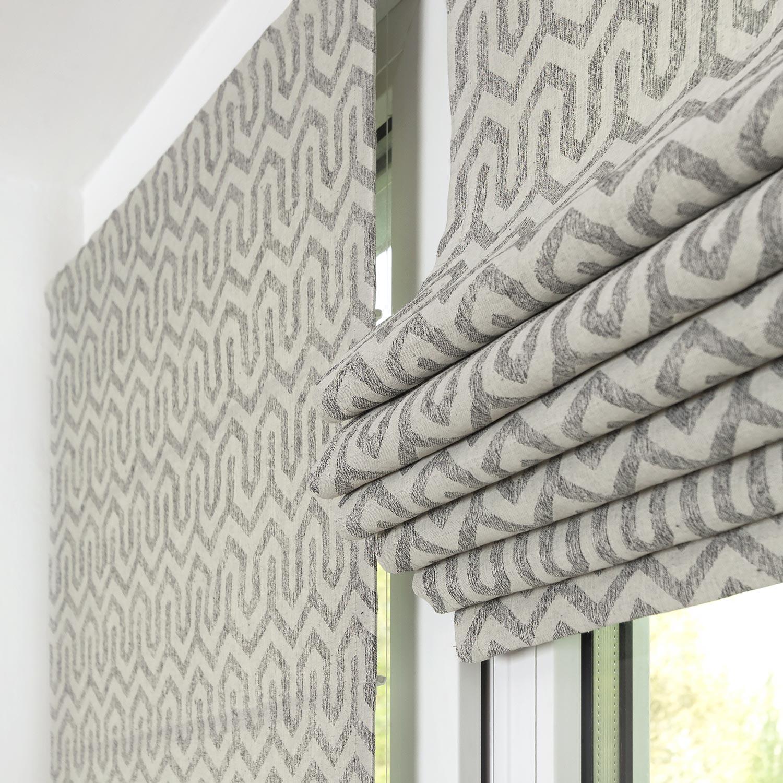 Мини римские шторы поднятые в складки