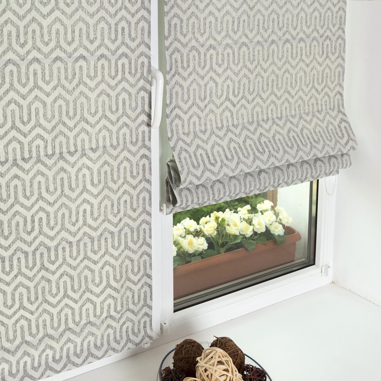 Мини римские шторы сшитые из светлой ткани с орнаментом