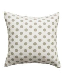 Декоративная подушка из ткани в горошек