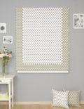 Римская штора на окне и декоративные подушки. Римская штора из ткани в горошек.