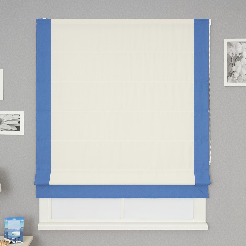 Римская штора из рогожки светлого цвета с синим кантом