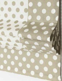 Римская штора с декоративным кантом из ткани в горошек