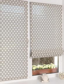 Две мини римские шторы шторы в горошек на пластиковом окне