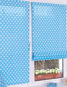 Две красивые и яркие мини римские шторы на пластиковом окне с установкой без сверления.