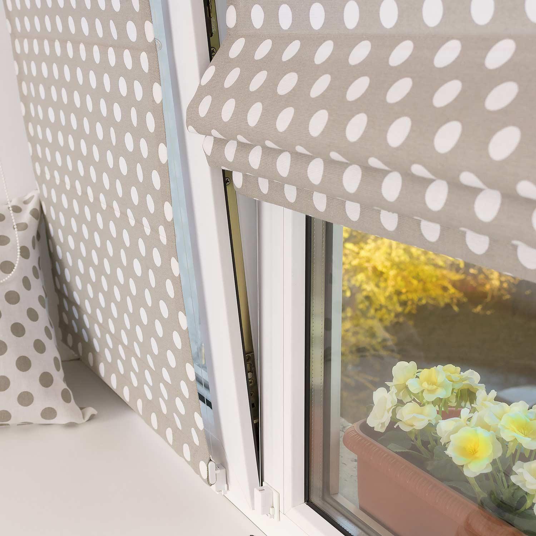 Две красивые мини римские шторы в горошек на пластиковом окне с установкой без сверления.