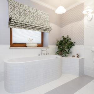 Римская штора в ванной комнате
