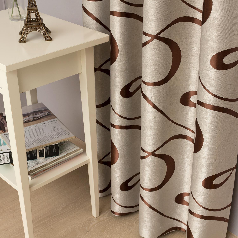 Красивые шторы из ткани бежевого цвета с орнаментом
