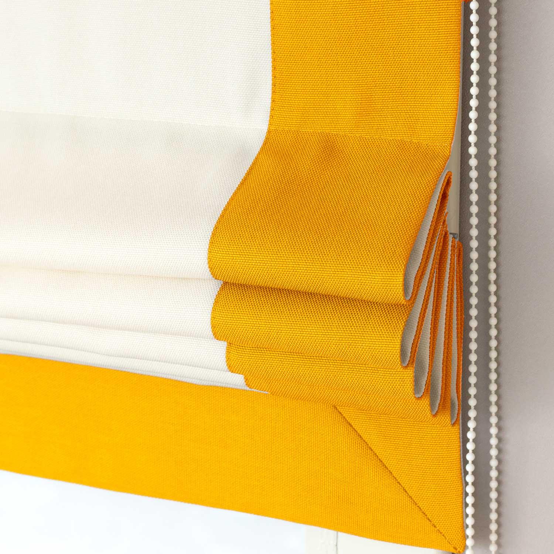 Римские шторы с кантом желтого цвета.