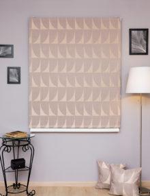 Шикарный римские шторы из бежевой ткани с геометрическим рисунком