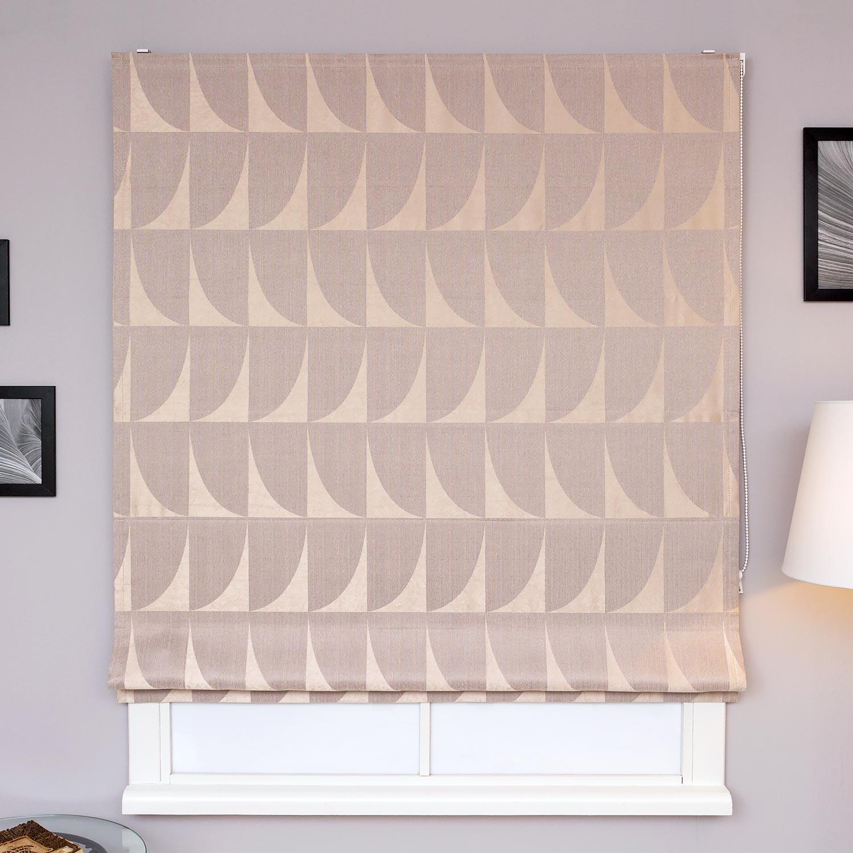 Римские шторы из ткани с геометрическим рисунком бежевого цвета