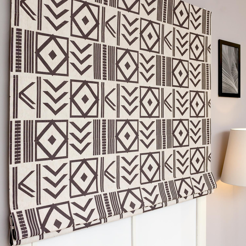 Римские шторы с геометрическим рисунком, напоминающим рисунки ацтеков
