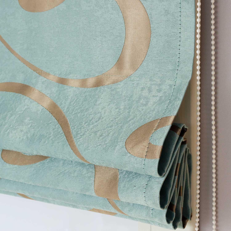 Римские шторы голубого цвета с орнаментом