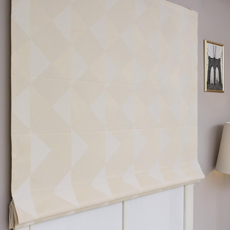 Римские шторы с геометрическим рисунком бежевого цвета