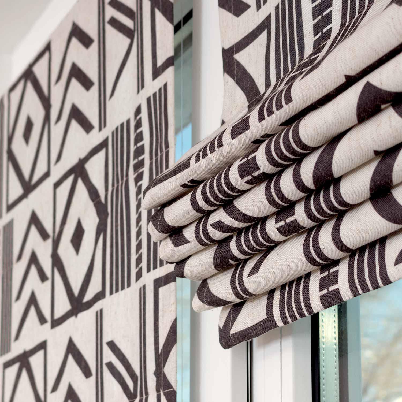 Мини римские шторы для модных интерьеров устанавливаются на пластиковые окна без сверления