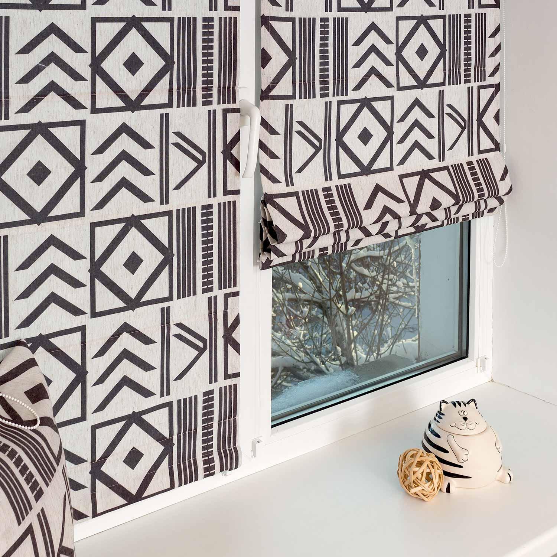 Модные мини римские шторы с черно-белым рисунком и установкой без сверления на пластиковые окна