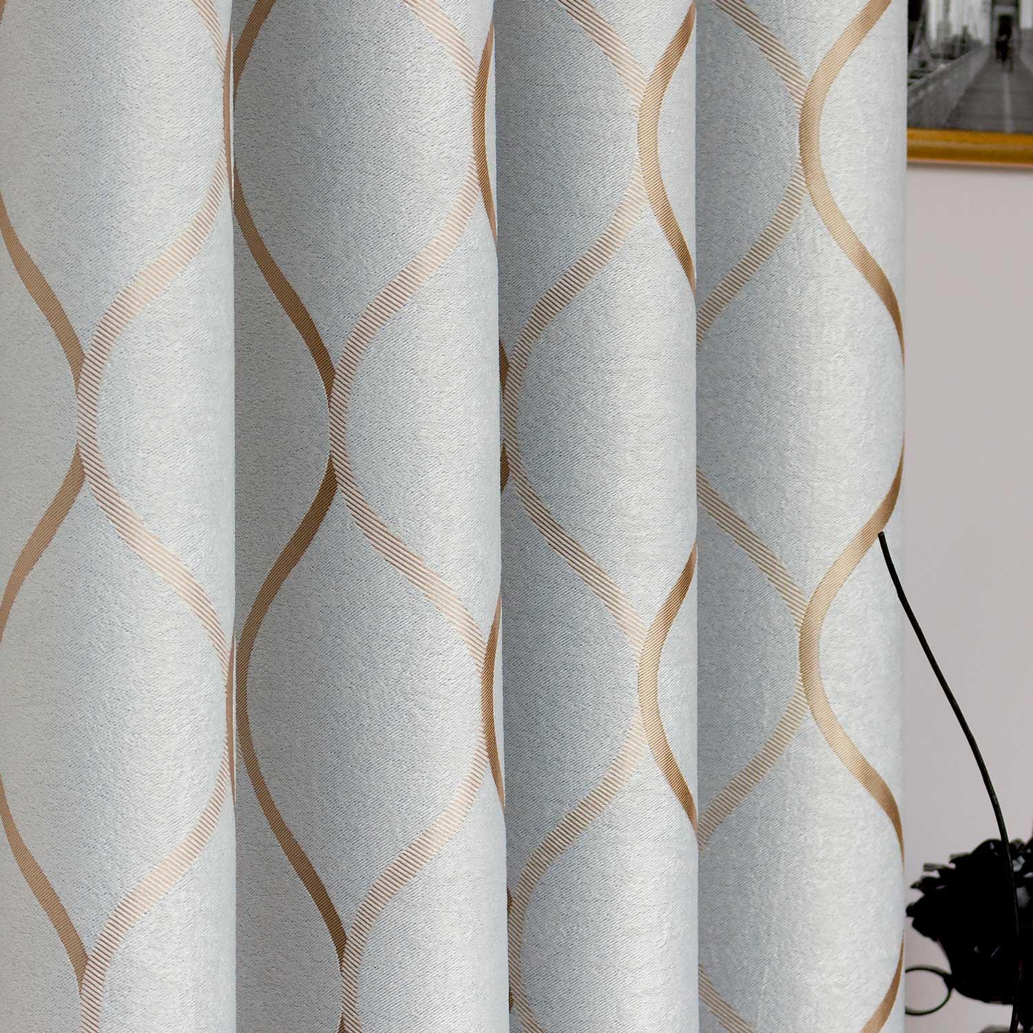 Шторы на люверсах из ткани с орнаментом золотого цвета