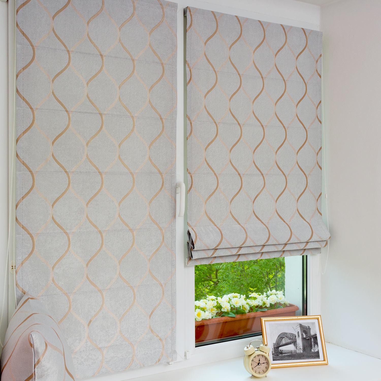 Мини римские шторы из светло-серой ткани блэкаут на пластиковом окне с установкой без сверления