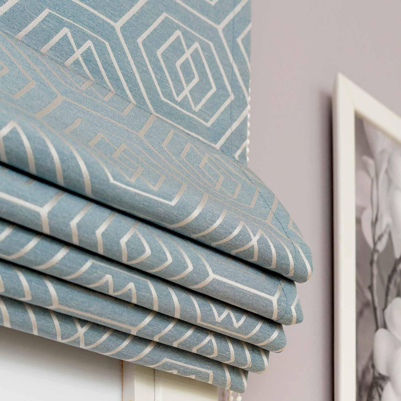 Римские шторы бирюзового цвета с геометрическим рисунком