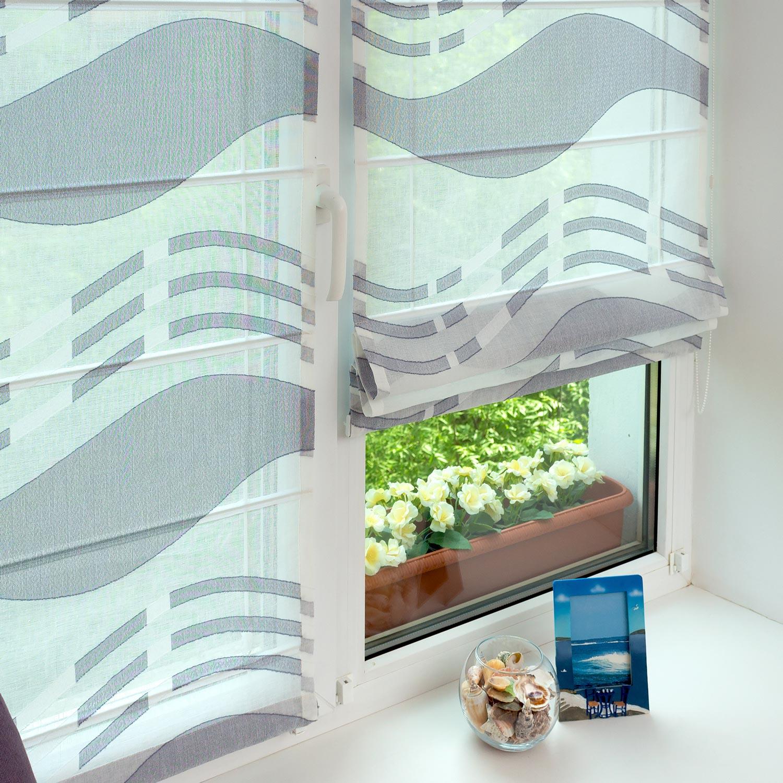 Мини римские шторы из полупрозрачной ткани собираются в красивые складки