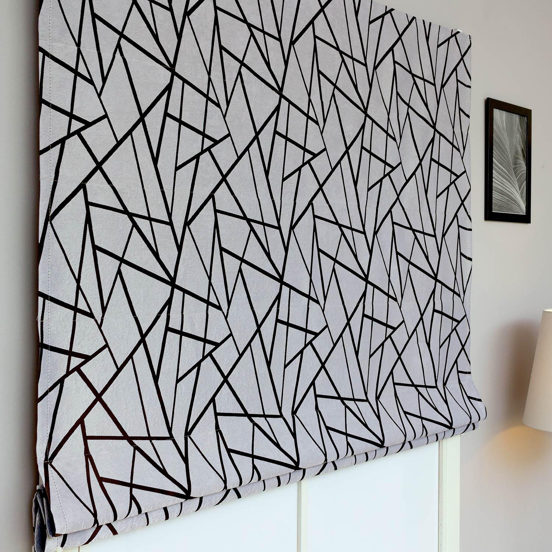 Римские шторы из ткани блэкаут с абстрактным рисунком