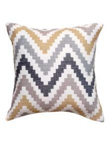 Декоративная подушка с рисунком зигзаг