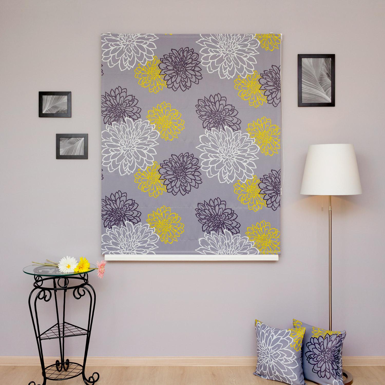 Римские шторы серого цвета в гостиную с цветочным рисунком