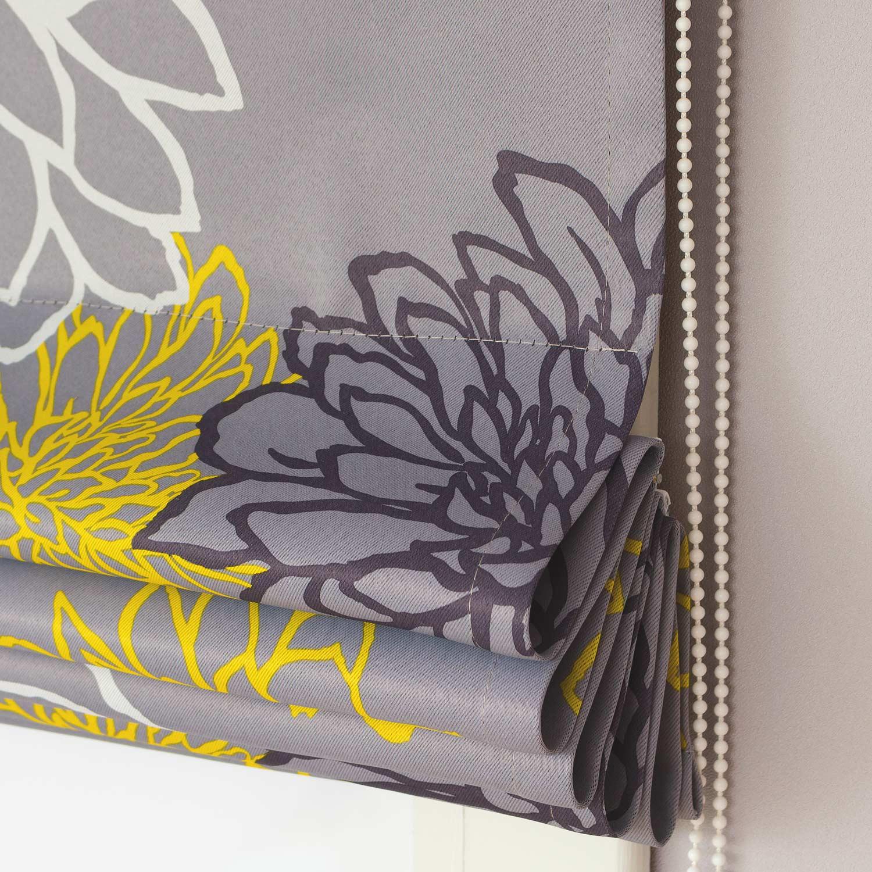 Римские шторы серого цвета с цветочным рисунком
