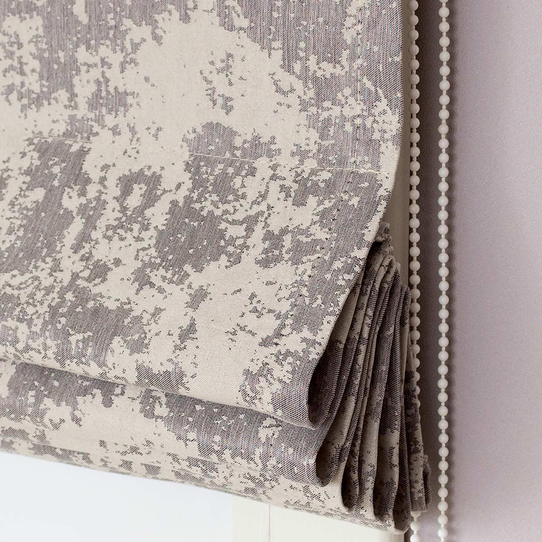 Красивые римские шторы из ткани напоминающей штукатурку натурального серого цвета