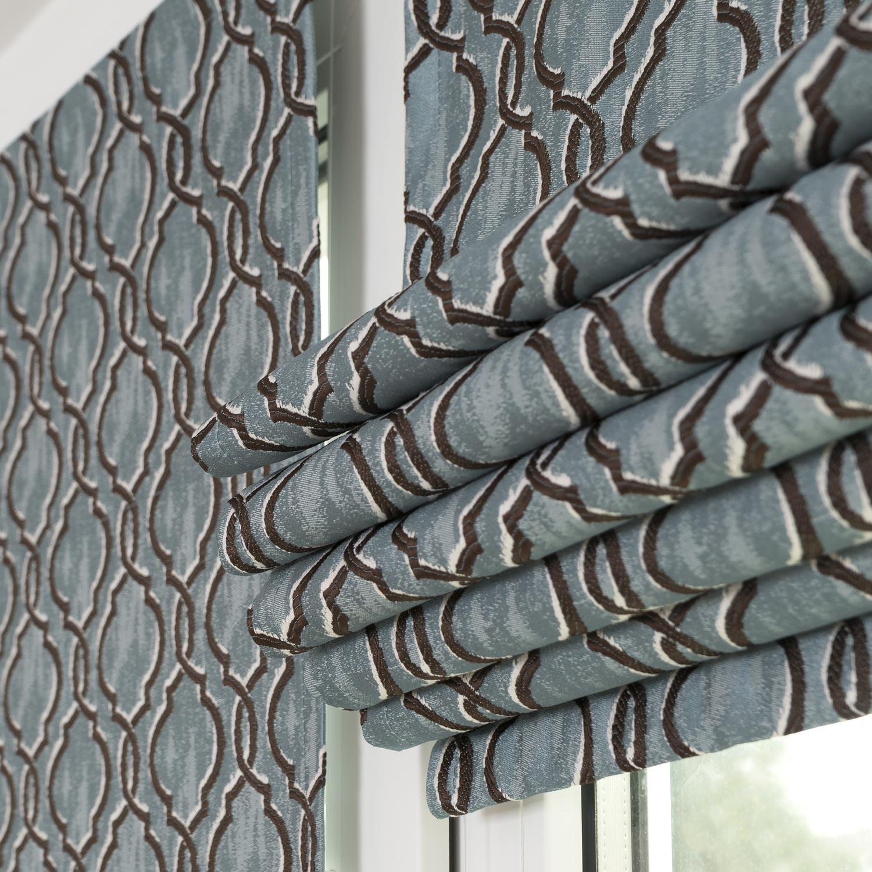 Мини римские шторы собираются в элегантные складки