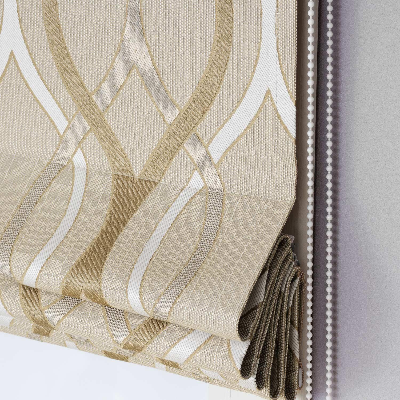Римские шторы бежевого цвета с орнаментом белого цвета