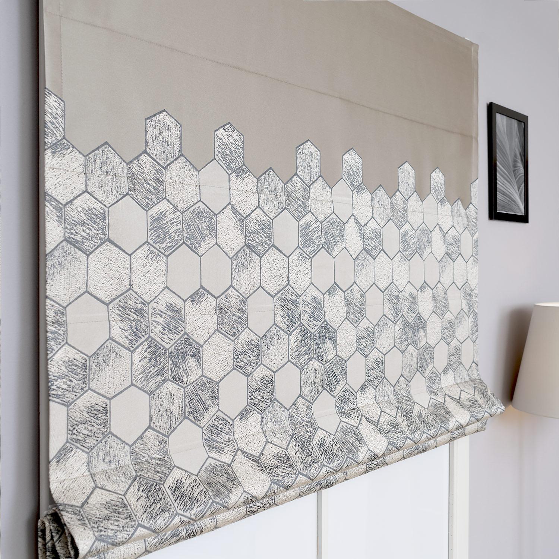 Римские шторы с рисунком из шестиугольников